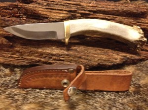 9101509 Silver Stag Hunting Knife. Stainless Steel Blade with Stag Handle. Leather Sheath. Used but New Condition. Overall Length: 8.5